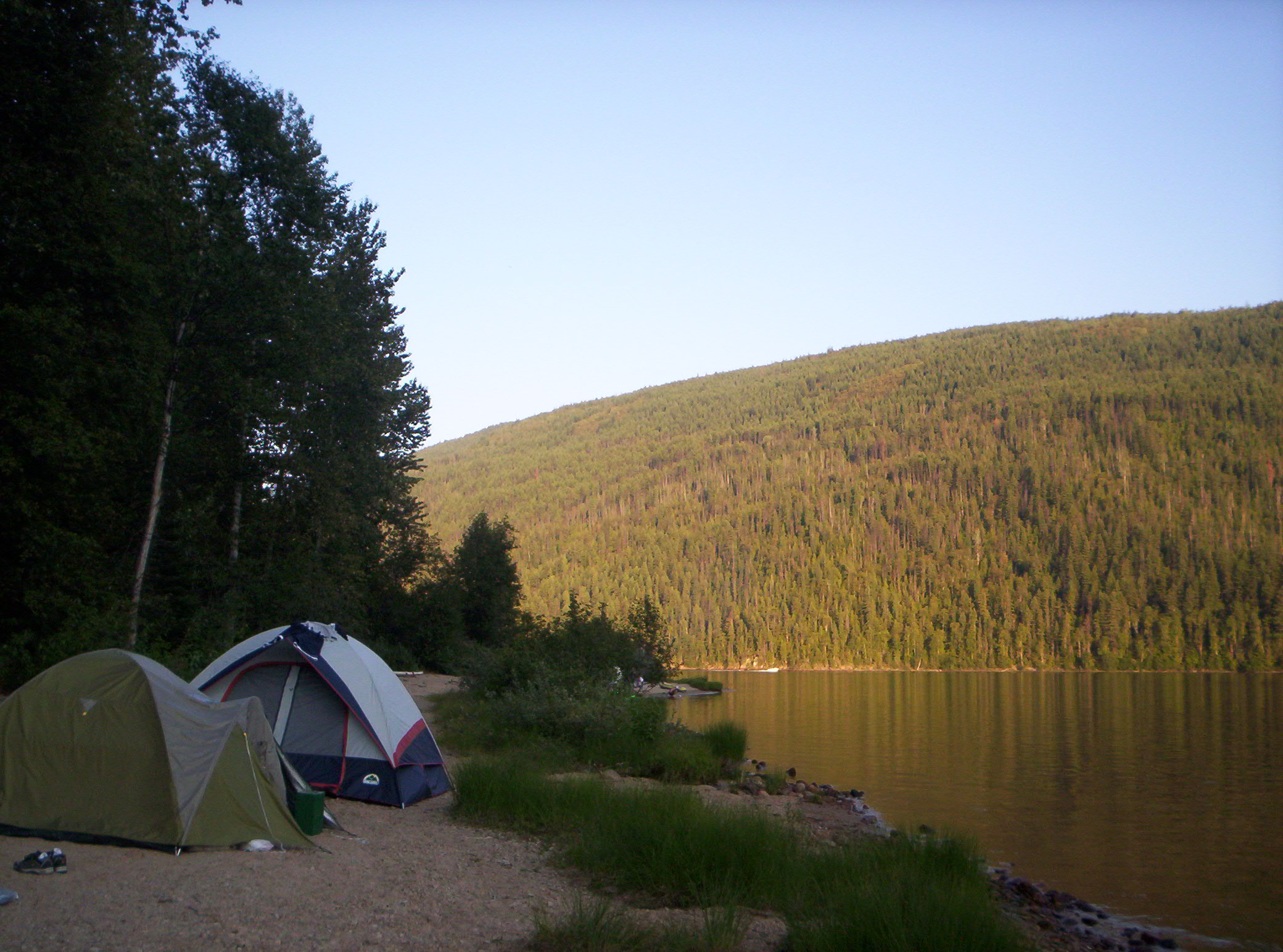 Camping_by_Barriere_Lake_British_Columbia_-_20040801